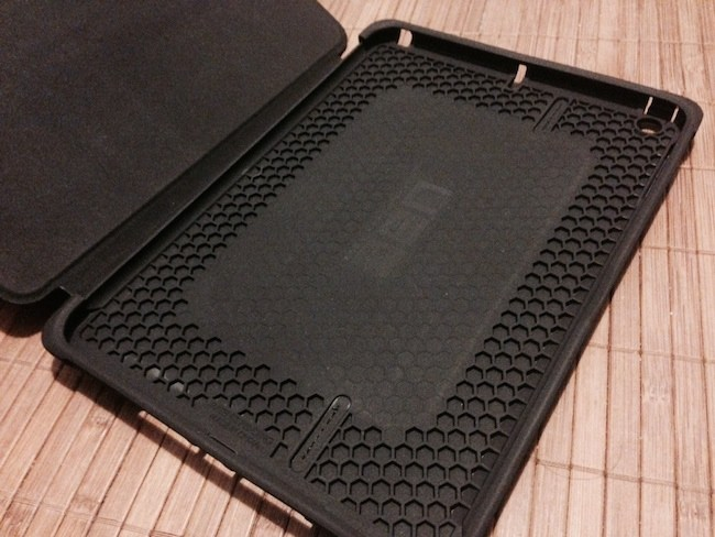 Funda Urban Armor Gear para iPad Air