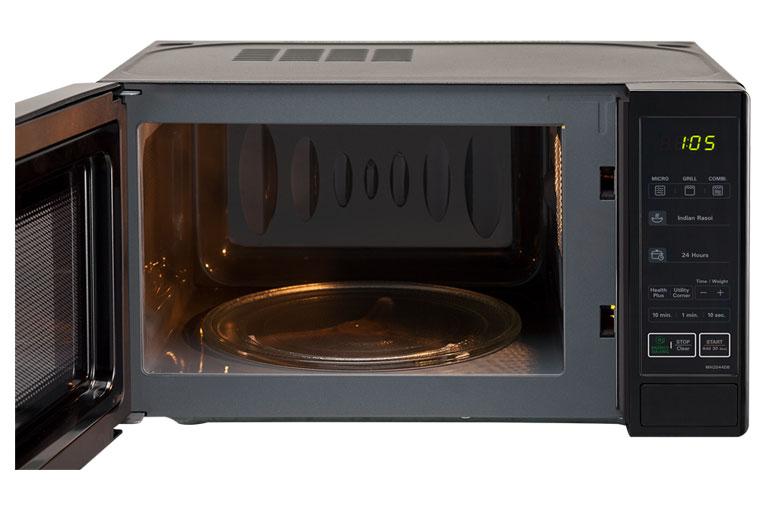 Interior de microondas con grill